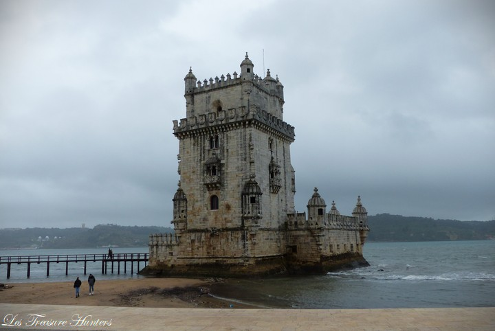 Fly drone in Belém Tower.